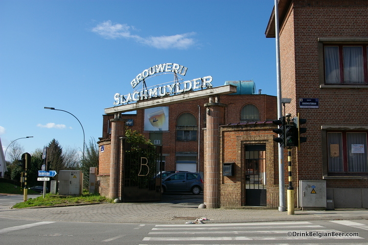 Photo of entrance to Brouwerij Slaghmuylder