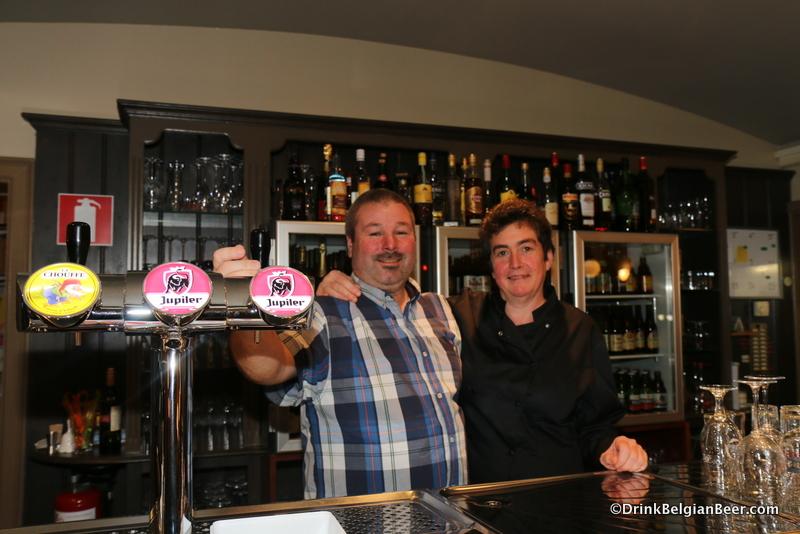Rudy and Gerda behind the bar at 't Rond Punt.
