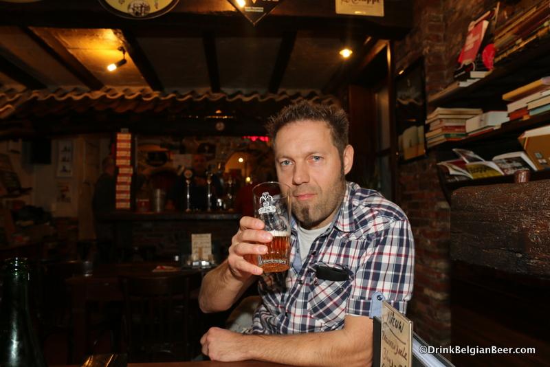Guy Verbunt of Brouwerij Het Nest, at In den Spytighen Duvel. With a 3 Fonteinen Oude Geuze.