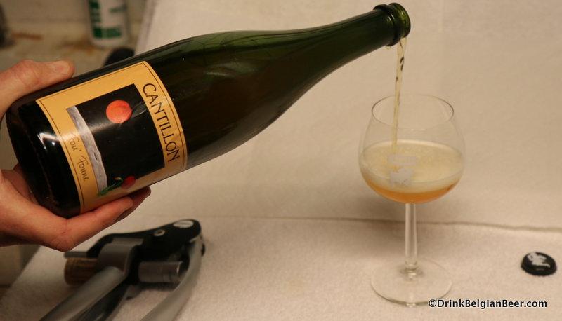 Pouring a 2013 Fou' Fonne.