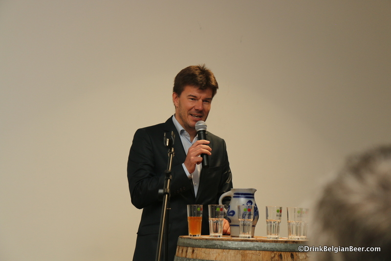 Sven Gatz speaking.