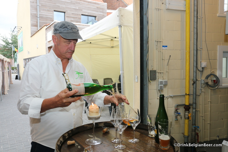 Armand Debelder pouring a 3 Fonteinen Zenne y Frontera into a decanter.