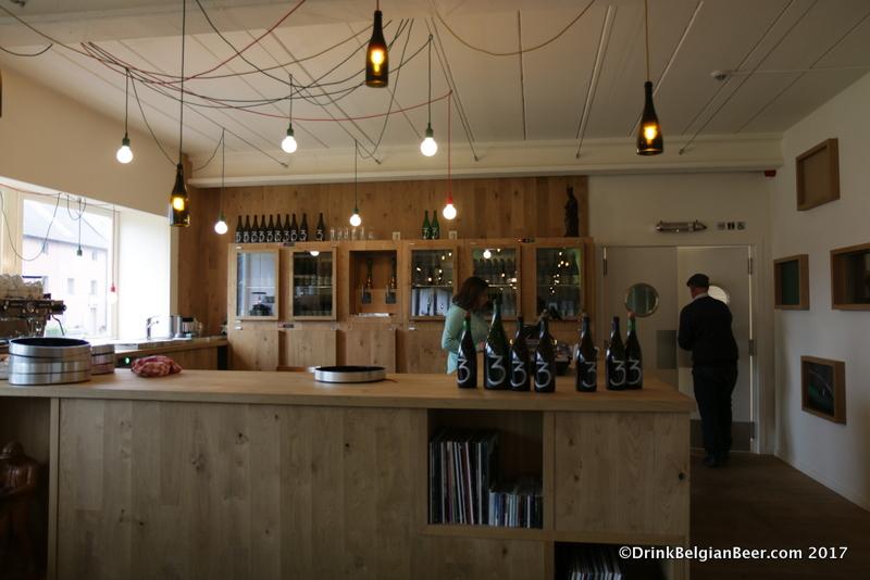 The bar in the cafe at lambik-o-droom.