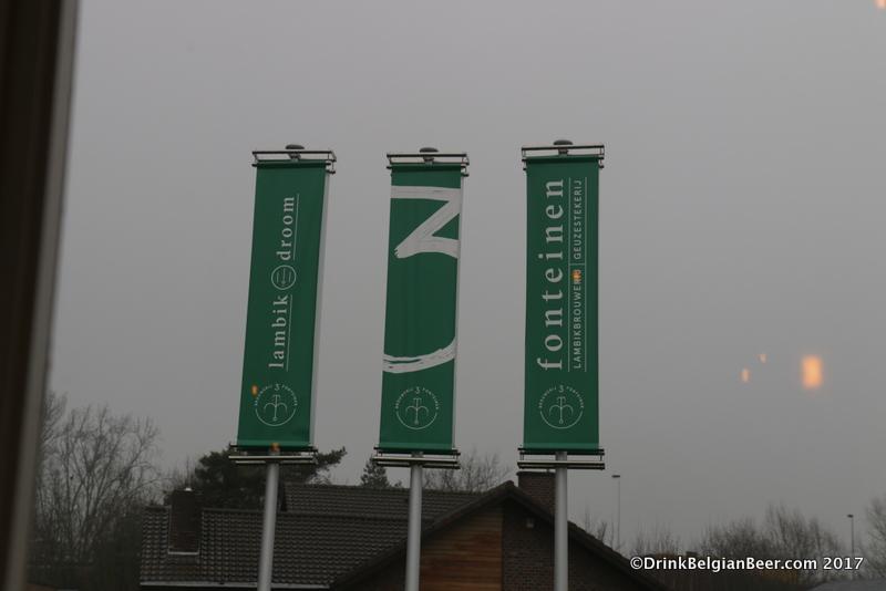 Flags at lambik-o-droom.