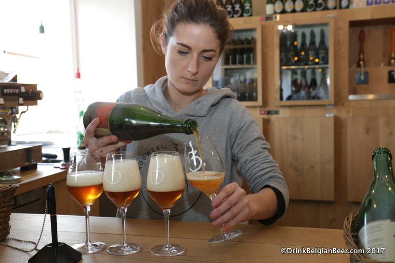 Emelie Maeyens pouring glasses of Oude Geuze Vintage at the lambik-O-droom cafe.