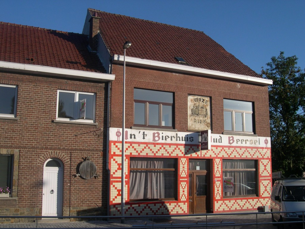 In 't Bierhuis Oud Beersel as it appeared in 2003, before it became a flower shop.