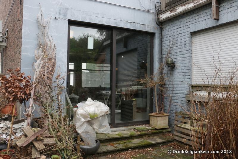 The back patio (terrace) of In  't Bierhuis Oud Beersel.